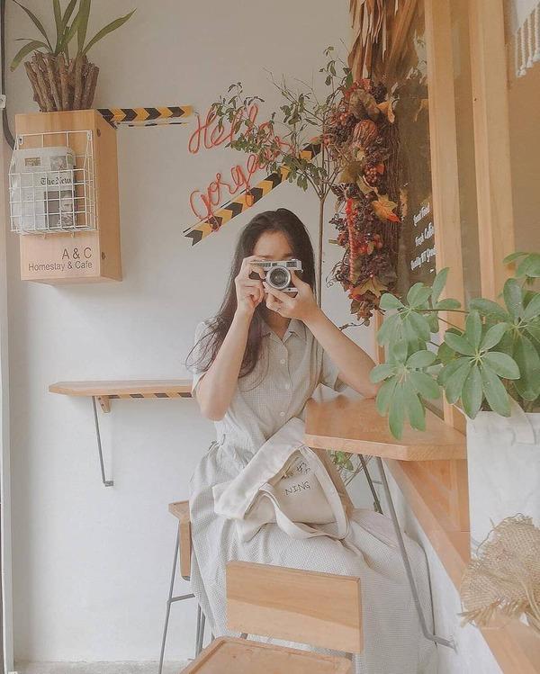 Du khách thích thú chụp ảnh ở Phòng ngủ giường tầng của Ccasa homestay