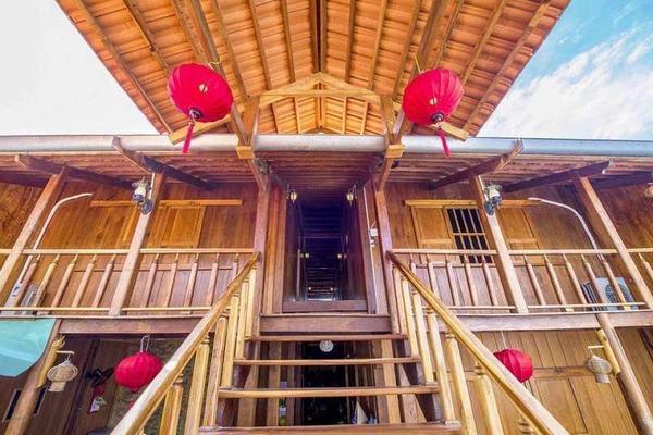Dylan Homestay hoàn toàn được xây dựng bằng gỗ tự nhiên