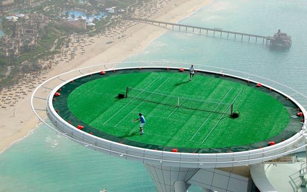 Sân tennis trên không của khách sạn 7 sao Burj Al Arab