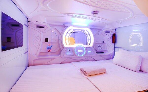 Không gian bên trong ấm cúng của khách sạn con nhộng