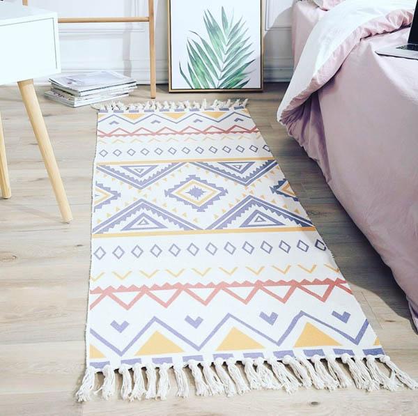 Vị trí đặt thảm cạnh giường.