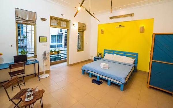Đồ đạc trong phòng ngủ homestay cần sạch sẽ, đảm bảo vệ sinh