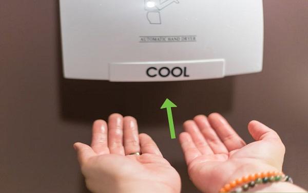 Máy sấy tay cảm ứng: Thiết bị nhà vệ sinh hiện đại, hữu ích