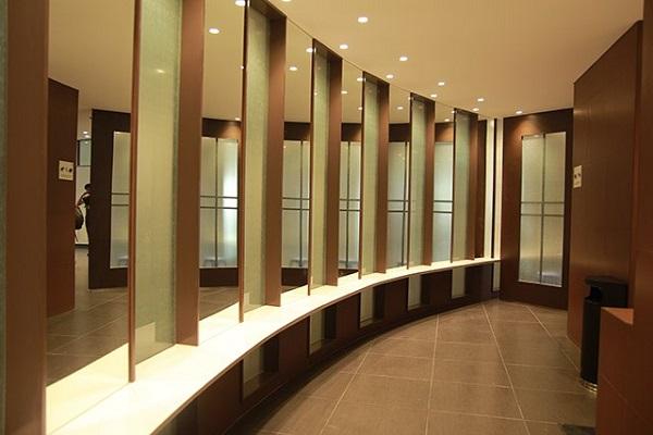 Máy sấy tay nhà vệ sinh phù hợp với không gian trung tâm thương mại