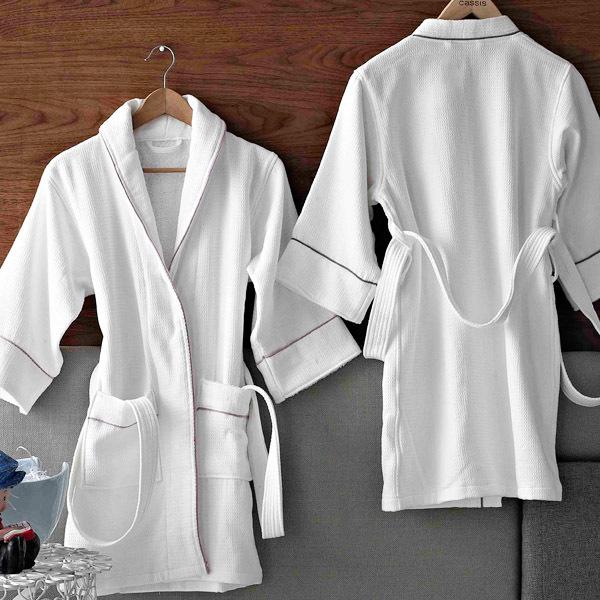 Áo choàng tắm được tạo nên từ nhiều chất liệu khác nhau