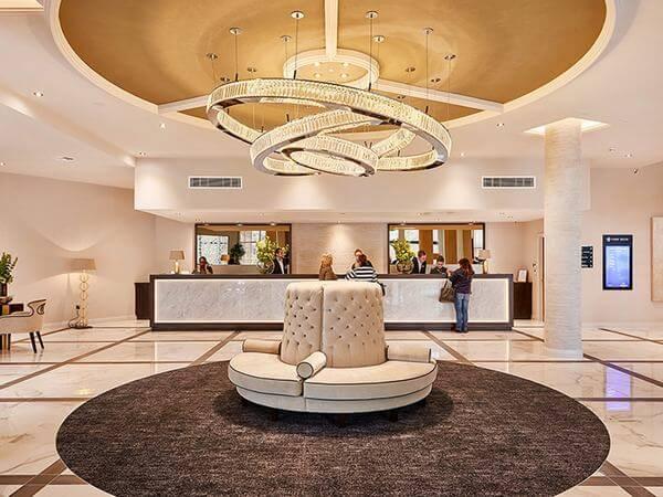 Cách bố trí nội thất trong khách sạn rất hiện đại