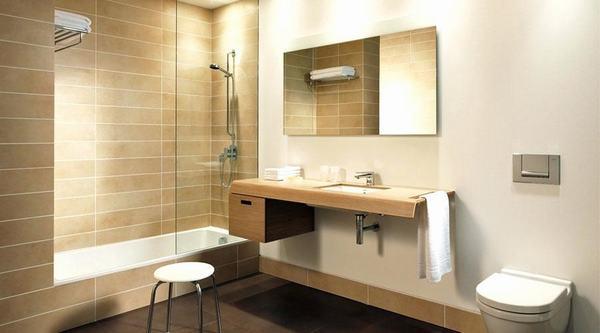 Phòng tắm khách sạn có nội thất sang trọng