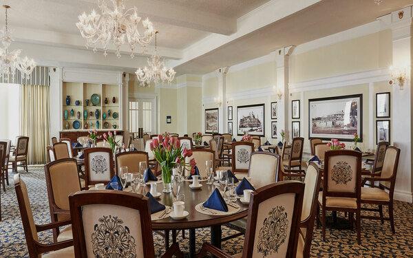 Những mẫu nội thất phòng ăn khách sạn sang trọng đẹp mê mẩn