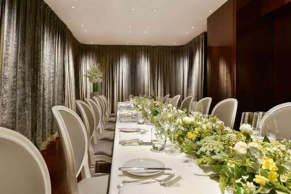 Phòng ăn khách sạn cho một hội nghị