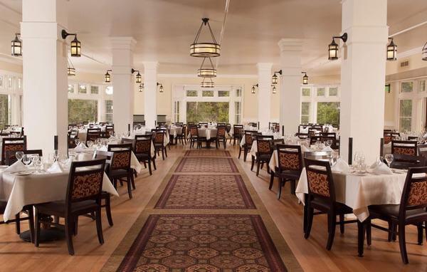 Dựa vào các tiêu chí để sắp xếp phòng ăn khách sạn