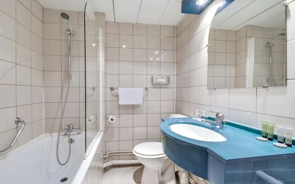 Không gian phòng tắm vừa đủ để khách hàng thư giãn