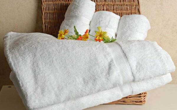 Khăn bông tắm có chất liệu mềm mại, an toàn khi sử dụng