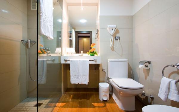 Bố trị nội thất gọn gàng tối ưu diện tích phòng tắm