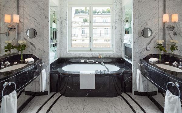 Không gian phòng tắm rộng rãi với các trang thiết bị hiện đại