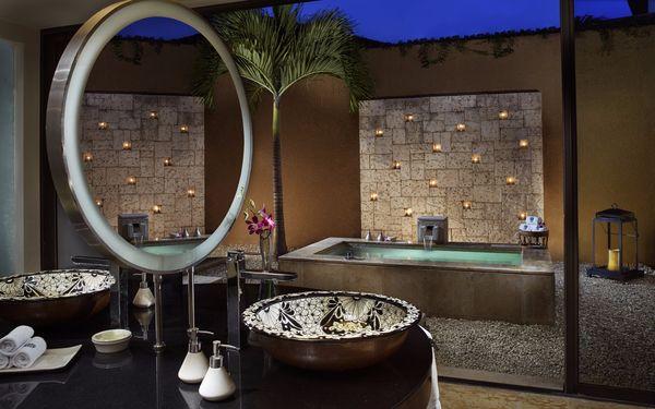Phòng tắm ngoài trời với các thiết bị đá tự nhiên cao cấp