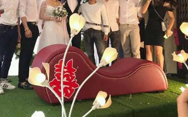 Quà tặng cưới độc đáo mang tên ghế tantra