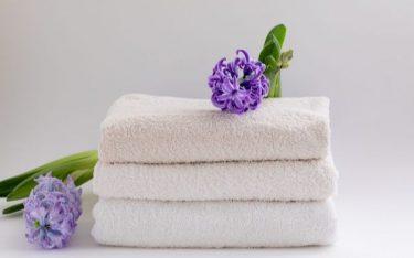 Mẹo hay giúp tẩy trắng khăn bông khách sạn: sạch và sáng như mới