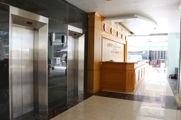 thang máy khách sạn 2 sao