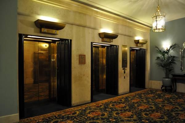 thang máy khách sạn 3 sao