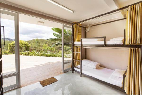 Giường tầng và tiện nghi trong homestay container