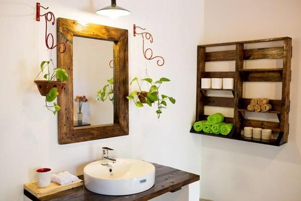 Nhà vệ sinh và phòng tắm sạch sẽ của homestay
