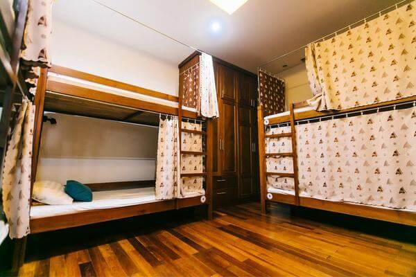 Giường tầng trang trí đơn giản, gọn gàng
