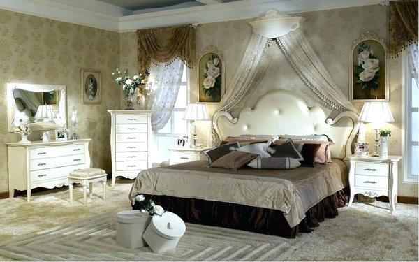 Những khung tranh giản dị tô vẽ thêm sự quyến rũ cho phòng ngủ