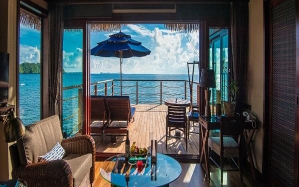 Nội thất phòng khách sở hữu view đẹp đón ánh nắng biển