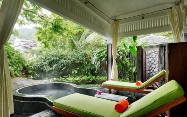 Bể tắm bungalow nhà vườn mới lạ đầy đủ thiết bị tiện nghi