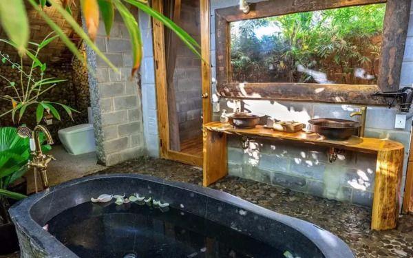Đặc trưng trong thiết kế phòng tắm bungalow thân thuộc với thiên nhiên