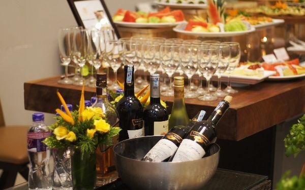 Tiệc cocktail là gì? Quy trình phục vụ tiệc cocktail như thế nào?