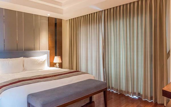 Rèm cửa khách sạn đa dạng về chất liệu và màu sắc