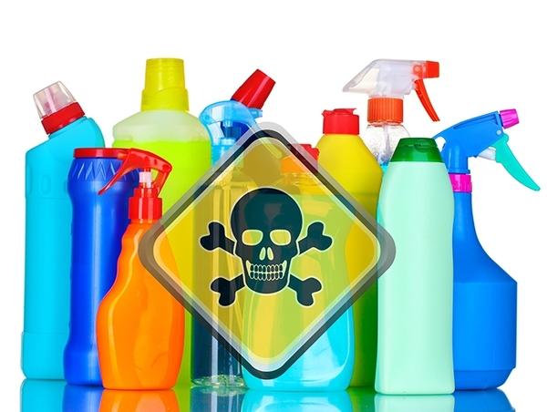 Không sử dụng chất tẩy mạnh khi vệ sinh áo choàng tắm