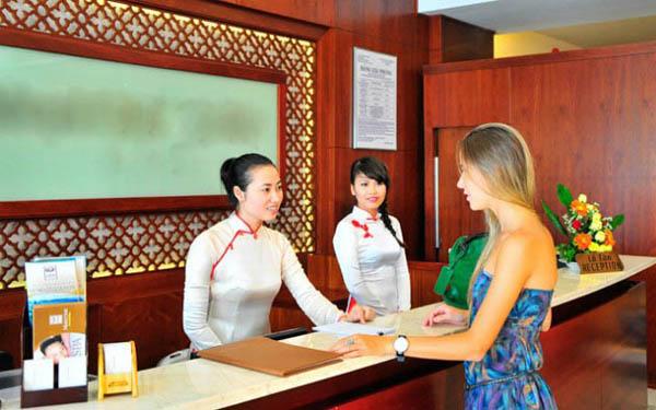 Vui buồn nghề lễ tân khách sạn: Chỉ người trong ngành mới hiểu