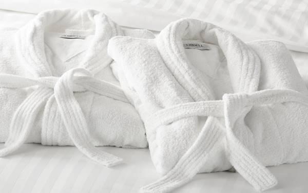 Mẹo phân biệt áo choàng tắm 100% cotton với áo kém chất lượng