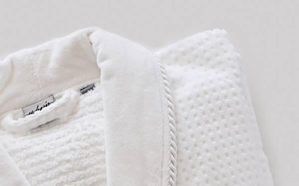 Sử dụng áo choàng tắm tổ ong cho khách sạn là sự lựa chọn đúng đắn