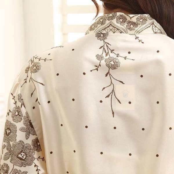 Thiết kế áo choàng tắm từ chất liệu lụa tinh tế, sang trọng