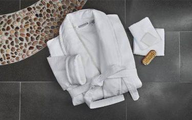 Ưu và nhược điểm các loại áo choàng tắm trong khách sạn hiện nay