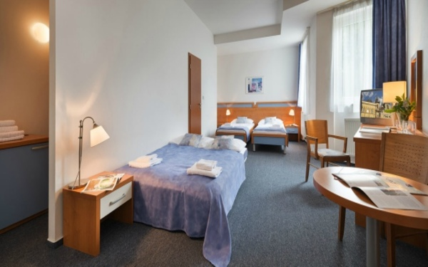Extra bed (Divan) là giường phụ được kê thêm trong khách sạn