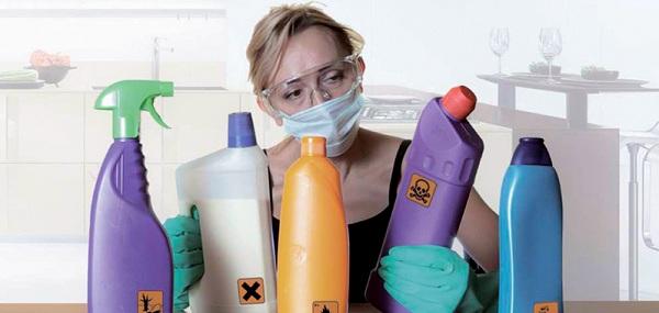 Sử dụng các loại hóa chất công nghiệp cũng là một phương pháp chống trơn trượt sàn nhà tắm