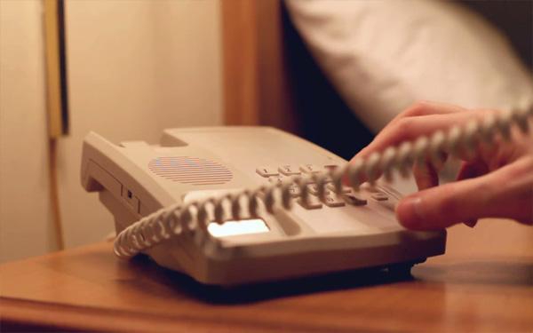 Cách sử dụng điện thoại bàn khách sạn