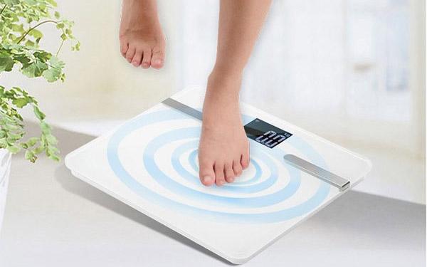 Cân sức khỏe điện tử có chính xác không? Cách dùng cân đúng chuẩn