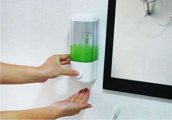 Bình nước rửa tay mang lại sự tiện nghi trong nhà vệ sinh khách sạn