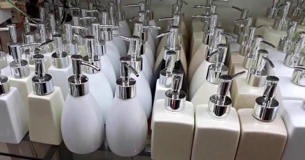 chất liệu bình nước rửa tay
