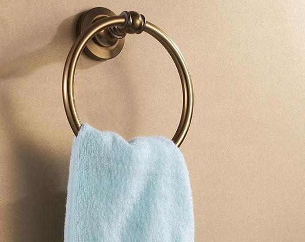 chất liệu vòng treo khăn tắm
