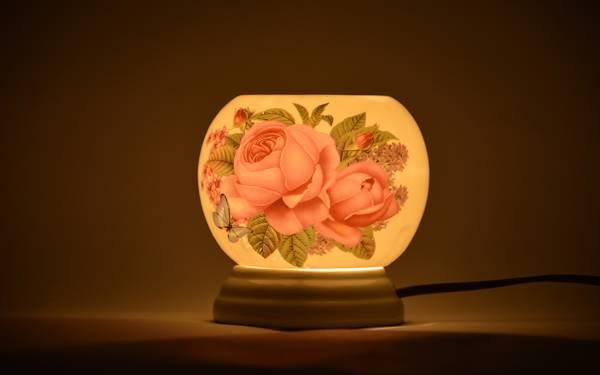 Có nên trang bị đèn ngủ xông tinh dầu trong phòng khách sạn không?