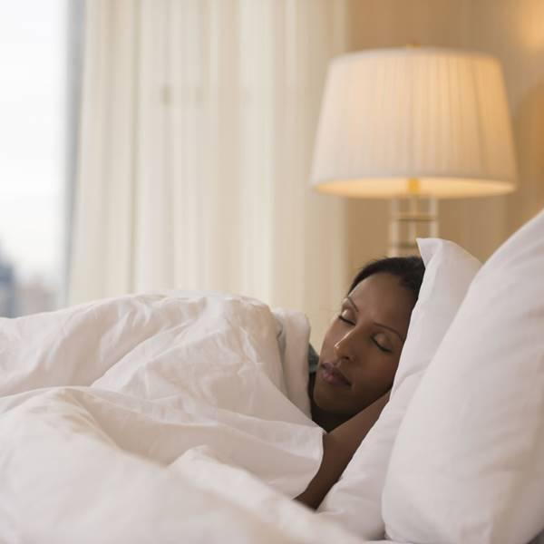 Đèn ngủ khách sạn giúp khách hàng ngủ ngon và sâu hơn