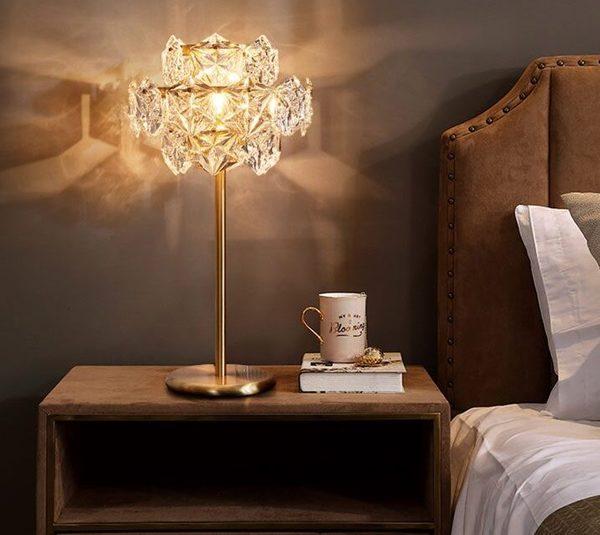 Đèn ngủ trong khách sạn giúp tạo ấn tượng với du khách