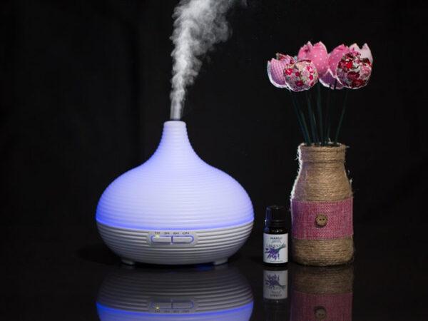 Việc để đèn xông tinh dầu trong phòng ngủ khách sạn sẽ có thể giúp cải thiện sức khỏe của người sử dụng