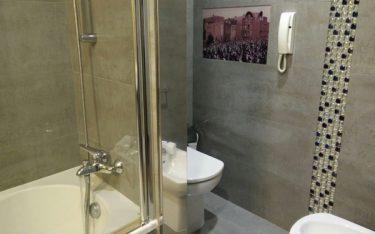 Vì sao nhiều khách sạn 4-5 sao lắp đặt điện thoại trong phòng tắm?